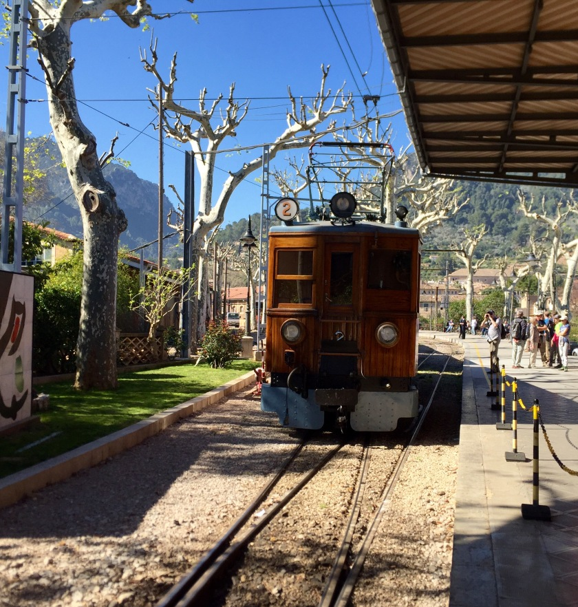 The gorgeous old Soller train